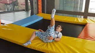 Buğra Oyun Alanında😍 Trambolinde Zıplarken Düştü😱 Çok Eğlenceli