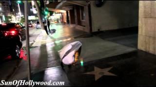 Repeat youtube video Une culotte vibrante à distance pour un enterrement de vie de fille