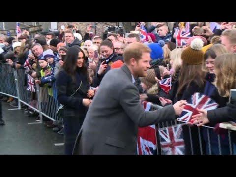 Prince Harry and fiancee Meghan visit Edinburgh castle
