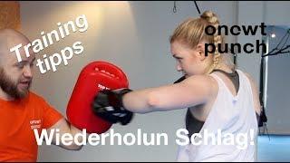 Besseres Angriff beim Combo durch Wiederholung Schlag / Kick.Kampftraining Kickboxen One Two Punch.