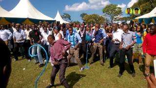 Roni and Chris Wanjagi- Best wedding dance ever KENYA 2014