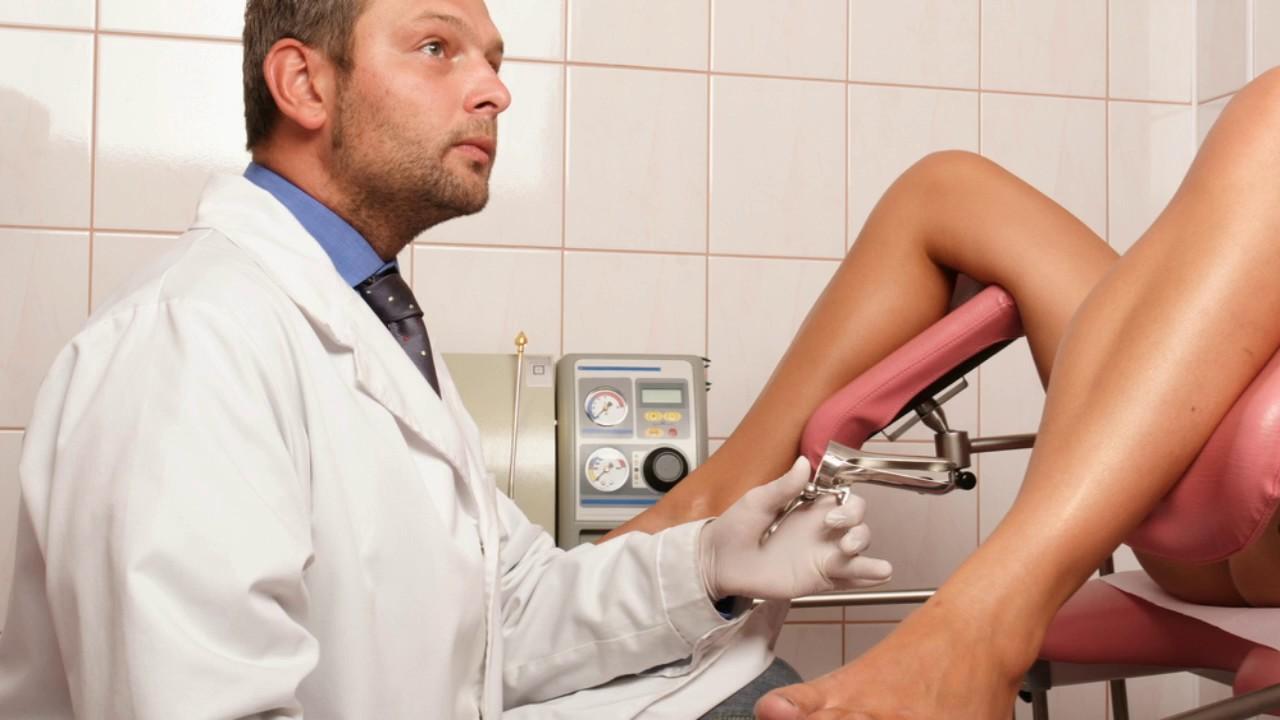 Девушка пришла к гинекологу смотреть