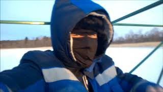 Зимняя рыбалка на Онеге с семьёй. Хороший окунь 09.03.2018.