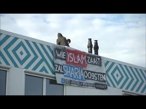 -من يزرع الإسلام يحصد الشريعة- هولنديان يحتجان على افتتاح مدرسة إسلامية في أمستردام