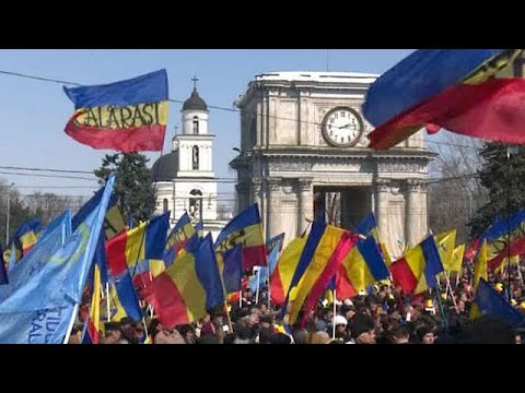 Over 10,000 join rally calling for Moldova to be unified with Romania