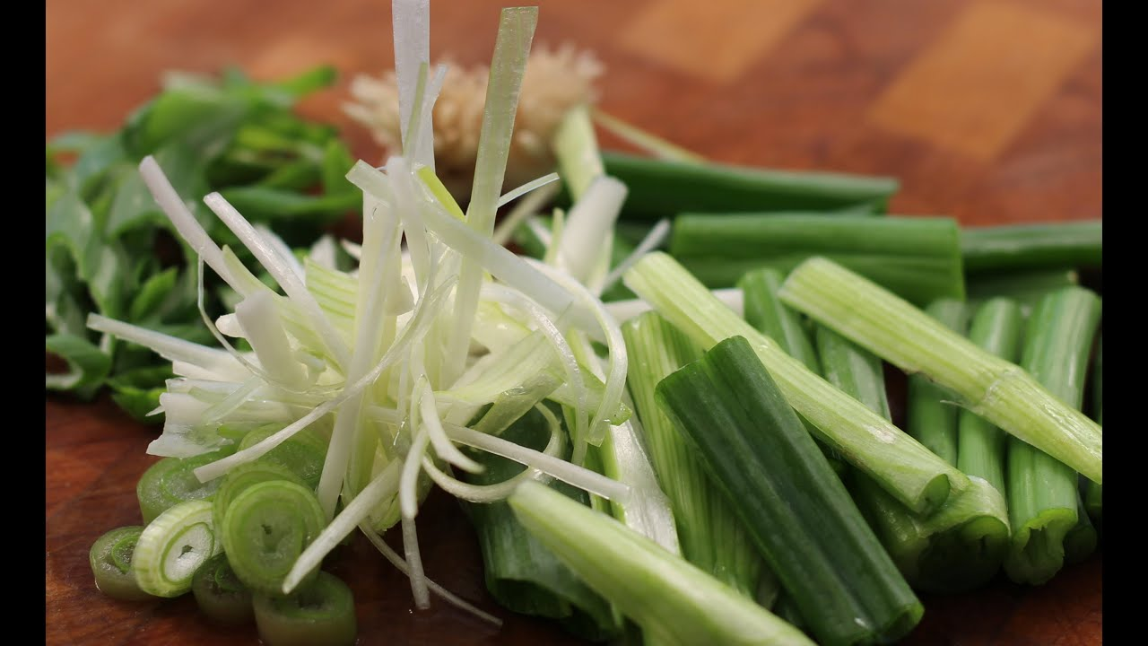 How To Cut Green Onion- Chef Tom - YouTube