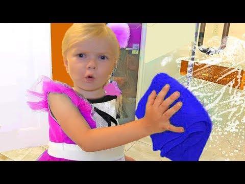 София ПОМОГАЕТ МАМЕ! SOFIA helps Mommy! СОФУНЬЯ ШАЛУНЬЯ thumbnail