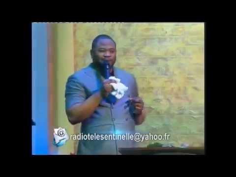 Pasteur Moise Mbiye dans les chants d'adoration dans la présence de Dieu