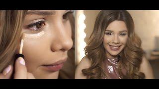 Maria Way делает себе макияж для обложки OOPS! Party Queen