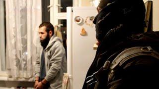 Крупную сеть по сбору и переправке денег запрещенной ИГИЛ удалось разоблачить ФСБ.