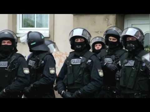 Verschiedene Einheiten der Polizei (SEK, BFHU,BFE,BFZ,USK)