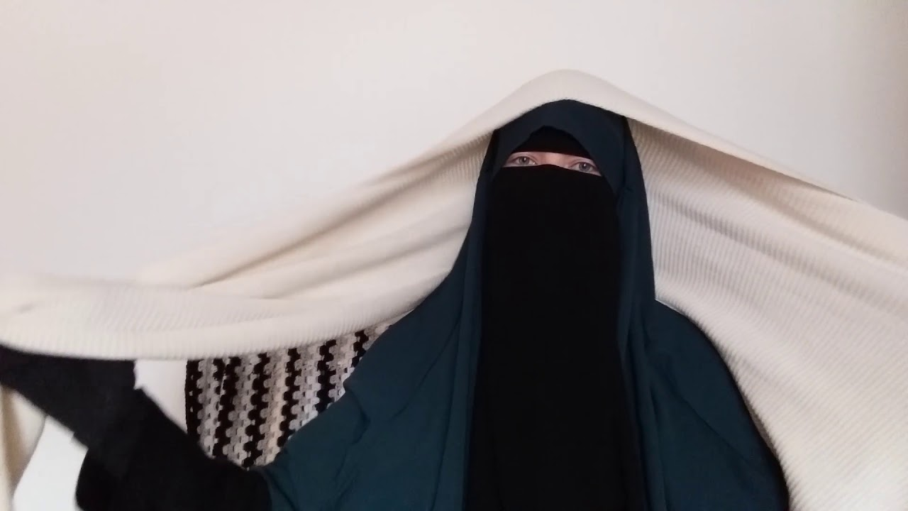 the winter is coming how to match niqab hijab and winter. Black Bedroom Furniture Sets. Home Design Ideas