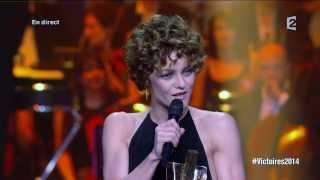 Vanessa Paradis reçoit la Victoire de la musique de l'artiste interprète féminine de l'année