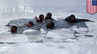 Repeat youtube video On thin ice: Teenage boys fall through frozen pond in New York's Central Park  - TomoNews