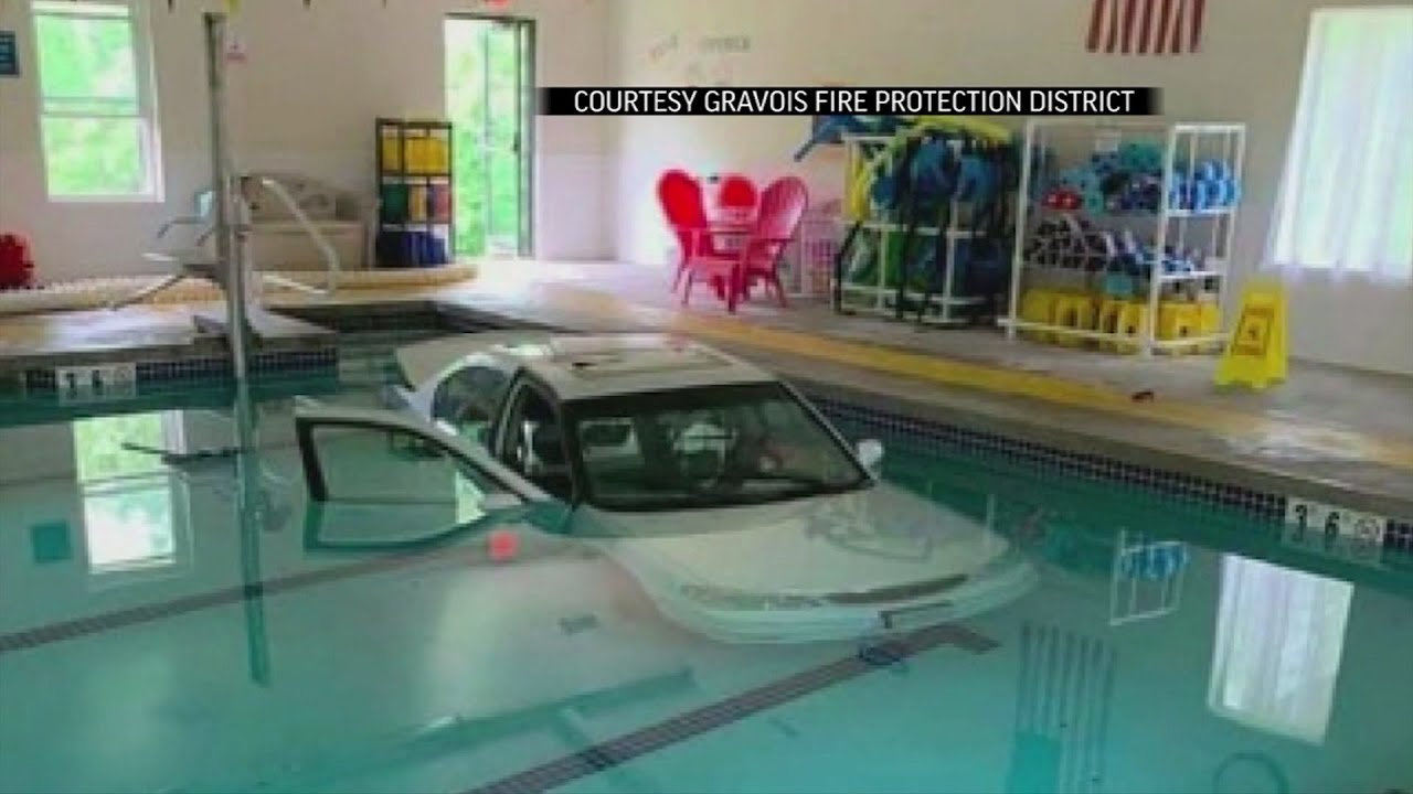 Woman drives car into pool in Missouri