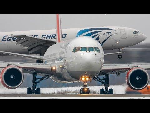Смотреть Домодедово, февраль 2019 (+Радиообмен) ▶ Boeing737-787,  Airbus 300B4-A350 Plane Spotting 2019 онлайн