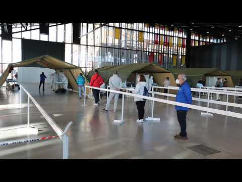 Vídeo | Cola en el Palacio de Congresos para hacerse los test de covid
