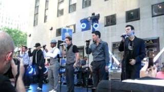 "NKOTB & NeYo ""Single"""