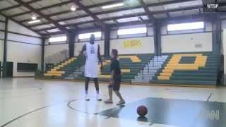 Ce basketteur de 16 ans mesure 2 mètres 26