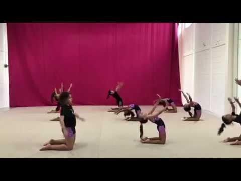 Sesión de entrenamiento de gimnasia rítmica
