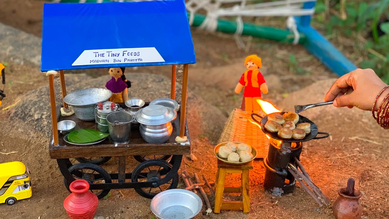 Tiny Viruthunagar Parotta + Mutton Salna   விருதுநகர் பொறிச்ச பரோட்டா   Paratha   The Tiny Foods