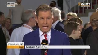 Phoenix-moderatorin michaela kolster spricht mit korrespondent michael kolz im kieler landtag über die aktuelle situation vor schließung der wahllokale zur l...