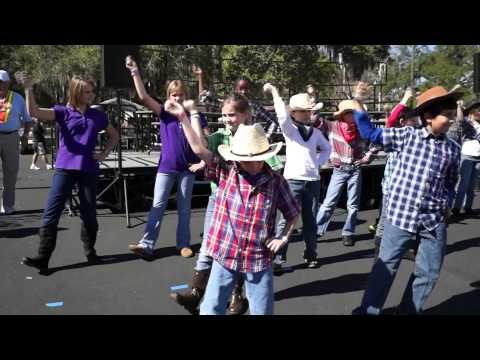 FRUITLAND PARK ELEMENTARY SCHOOL CHORUS AT WINTERFEST FEBRUARY 2013 VIDEO  # 5 DOING A LINE DANCE
