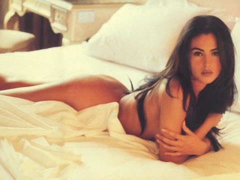 Top 30 hot pics Monica Belluci Flaunts Her Sexy Hot Asset