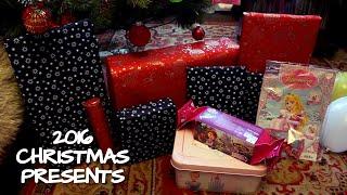 Подарки Соне на Рождество открываем игрушки под новогодней елкой - Christmas gifts unboxing(Соня открывает подарки на Рождество, которые она нашла сегодня утром под новогодней елочкой. Распаковка..., 2016-01-12T17:59:28.000Z)