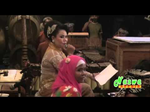 Wayang - Cirebon Pegot - Sinden Ny. Ugi S.