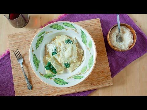 Selbstgemachte Ravioli mit Birne und Gorgonzola