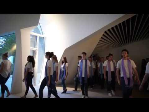 Corazón Vocal Ensemble and CTCA students sing TRILO at the Yasodhara Ashram