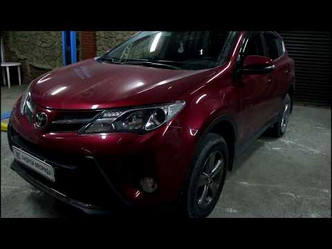 Toyota RAV4 Тойота РАВ4 2015 года Замена передних тормозных колодок