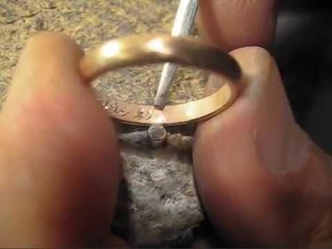 scarpe di separazione 34a5c dd3ff Incisione a mano con bulino anelli nuziali fede matrimoniale