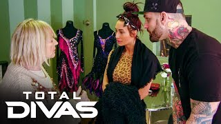Carmella & Corey Graves are discovered by a local reporter: Total Divas Preview Clip, Oct. 22, 201..