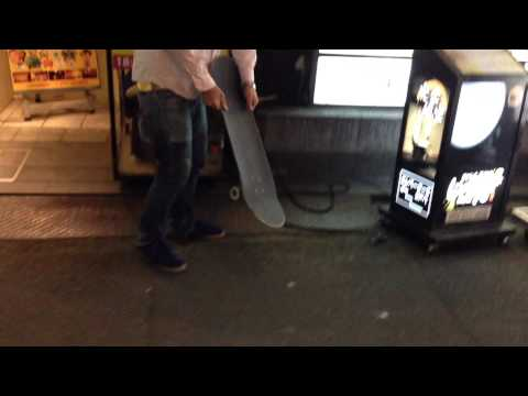 iPhone vs Skateboard - Kyoto nightlife