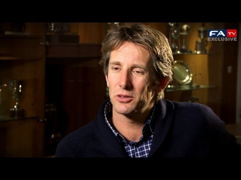 Edwin Van Der Sar answers your questions | #ask...