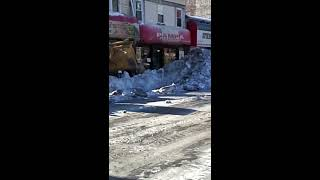 HUGE TRACTOR BLIZZARD SNOW INTO TRUCKS PATERSON NJ