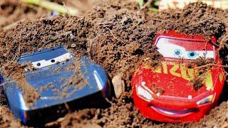 カーズ ディズニー 土の中からみんなを探して洗車をしよう♪ Disney Cars Find everyone under the Mud and wash Cars!!