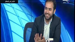 محمد ثابت  مدير إدارة الإعلام في الاتحاد الإفريقي لكرة القدم مع هاني حتحوت في الماتش