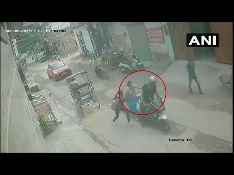 Brave woman & daughter foil chain-snatching bid in Delhi, catch culprit