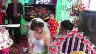 Em bé hát vợ người ta khiến cô dâu bật khóc chú rể ngỡ ngàng
