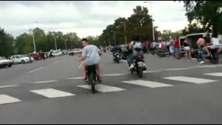 colgando moto