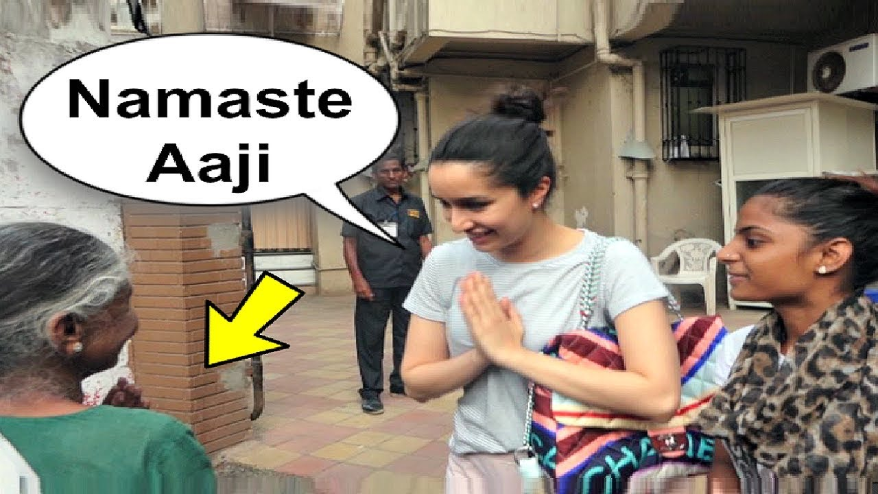 Shraddha Kapoor Sweet Gesture Towards A Old Lady