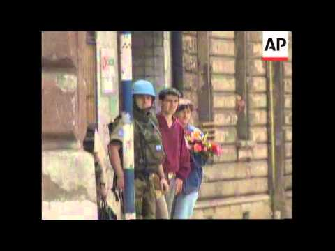 BOSNIA: RENEWED SNIPER FIRE IN SARAJEVO