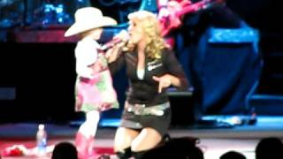 Carrie Underwood All American Girl in Detroit 10/04 w/cute girl