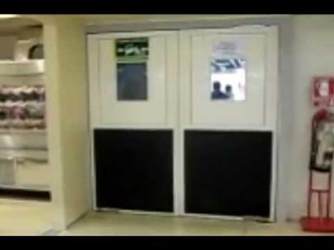 Puertas vaiven de pvc youtube for Puertas de acceso modernas