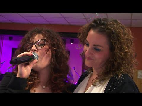 Meravigliosa cantato da Helena cantante di Silvano e Mauro band