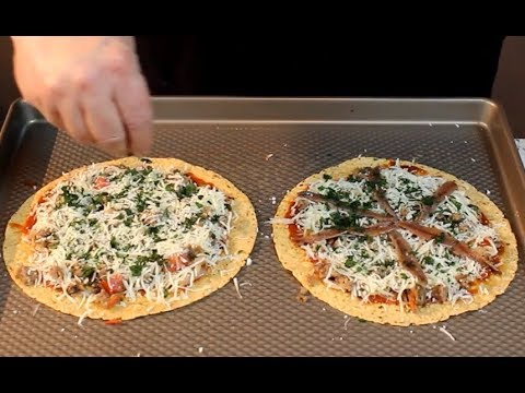 Delicious Low-Carb Pizza!  (10 carbs for the whole Pizza!)