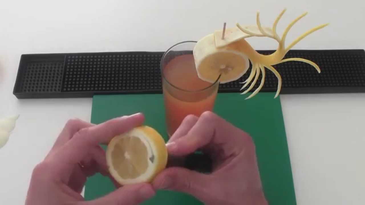 Como decorar un c ctel con lim n youtube for Adornos para cocteles